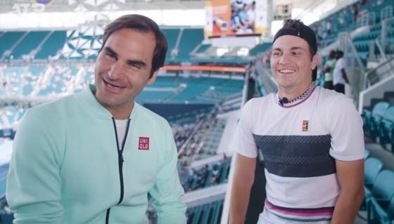 Kecmanović u ulozi novinara, bezobrazno pitanje za Federera i molba za Nova…