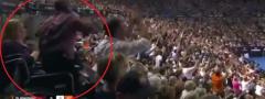 Novak i Rodžer podigli čoveka iz invalidskih kolica! (Video)
