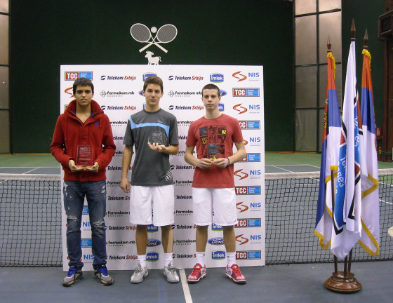 Stefan Milićević (u sredini)