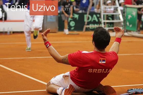 Janko Tipsarevic slavi pobedu u polufinale Dejvis Kupa protiv Kanade